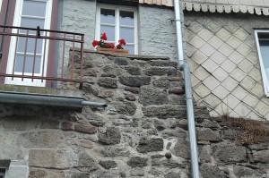 Hann. Münden, Stadtmauer mit Kanonenkugel
