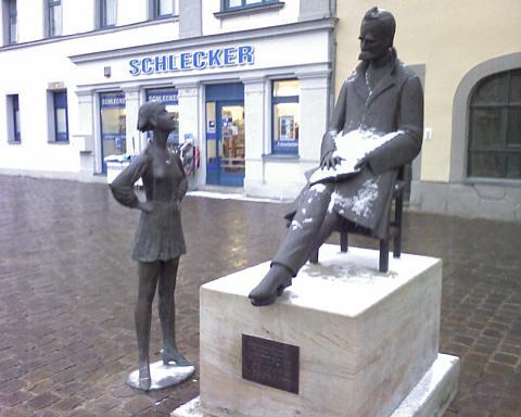 Naumburg, Nietzsche-Denkmal vor Schlecker-Filiale