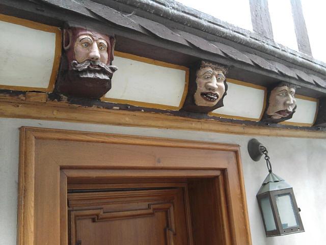 Limburg, Fachwerk mit personifizierten Lastern