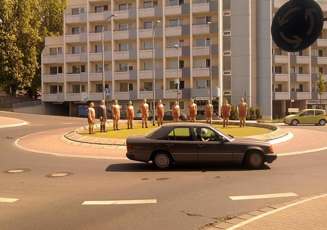 Kaiserslautern, Kreisverkehr mit Fußballern