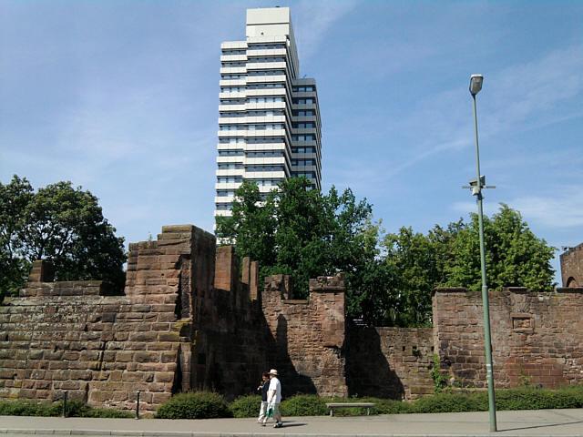 Kaiserslautern, Kaiserpfalzruinen, Rathaus