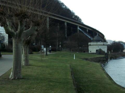 Andernach, alte Krahnen, Schnellstraßenbrücke