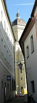 Neuburg, evangelisch begonnene, katholisch beendete Hofkirche Unsere Liebe Frau