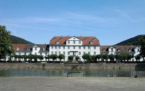 Bad Karlshafen, Hafenplatz mit ehemaligem Hafenbecken