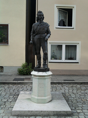 Pappenheim, Staute des Schiller-bekannten Pappenheimers Gottfried Heinrich