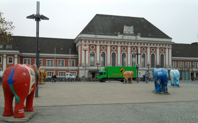 Hamm, Hauptbahnhof mit Elefanten