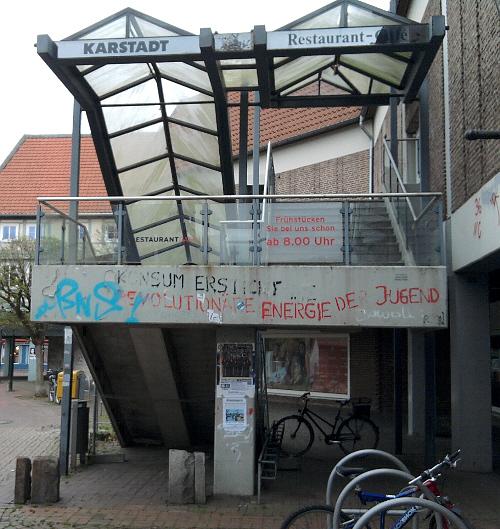Wolfenbüttel, aber auch Konsumkritik am Ex-Karstadt-Kaufhaus