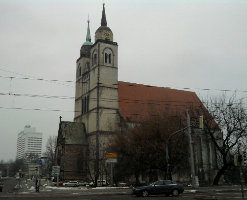 Magdeburg, bunkerartig aussehende Ex-Kirche (St. Johannis)