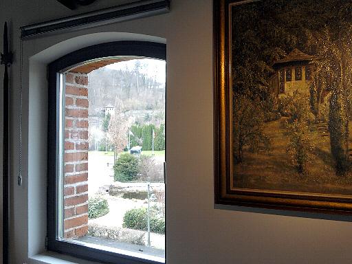 Bodenwerder, Münchhausen-Grotte auf Gemälde im Museum und aus dem Fenster