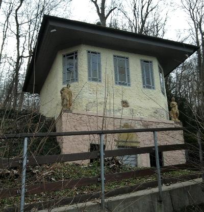 Bodenwerder, Münchhausen-Grotte, in der der Freiherr einst erzählte