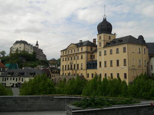 Greiz, oberes Schloss und unteres (rechts)