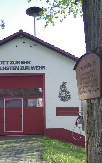 Guttenberg, Luitpoldlinde vorm Spritzenhaus