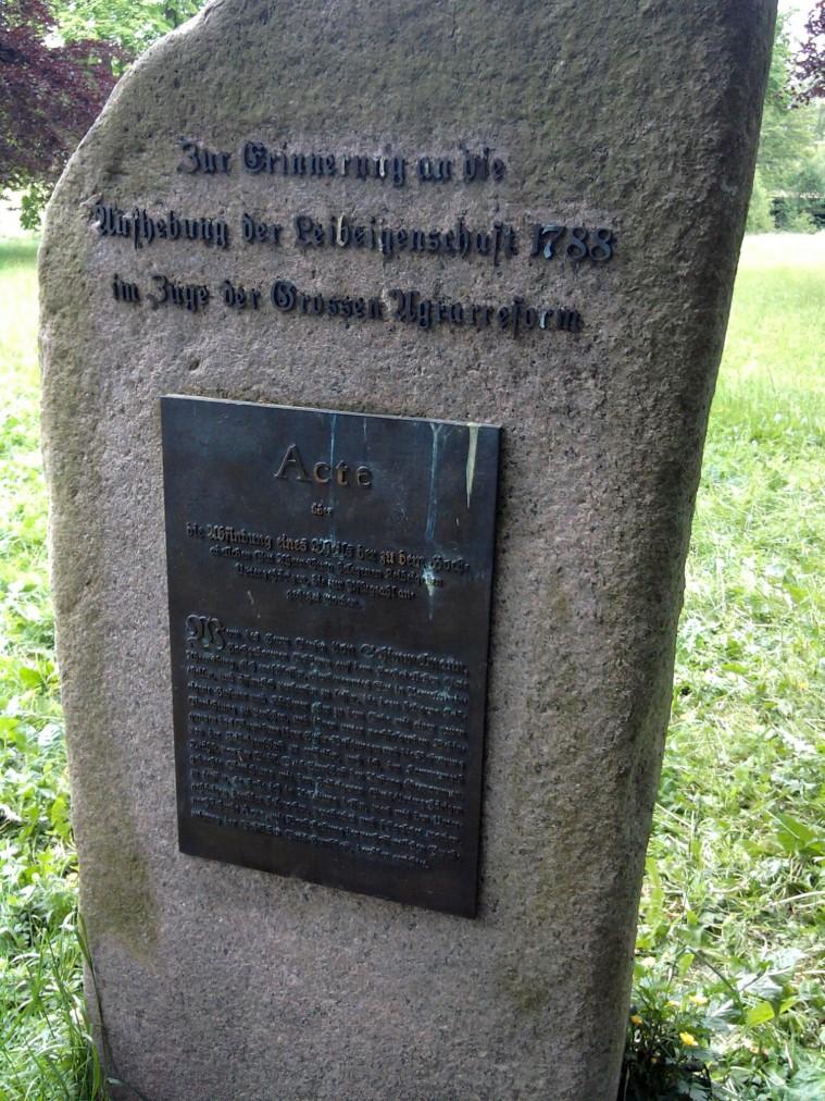 Ahrensburg, Gedenkstein zur Aufhebung der Leibeigenschaft