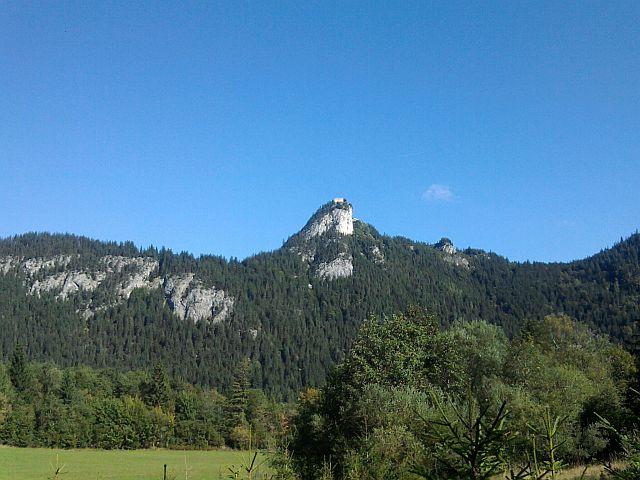 Pfronten, Burgruine Falkenstein von Tirol aus gesehen