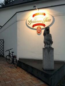 Köln-Stammheim, vor einer Kneipe (vielleicht auch Kunst)