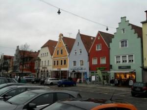 Neumarkt, bunte Häuser am Markt