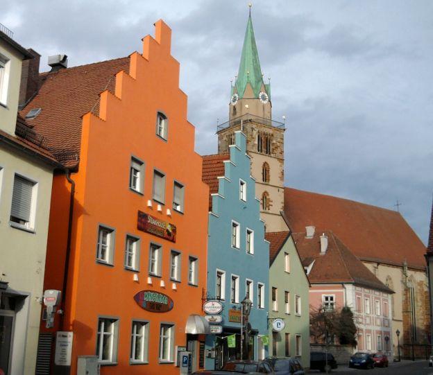 Neumarkt, bunte Häuser und Johanneskirche