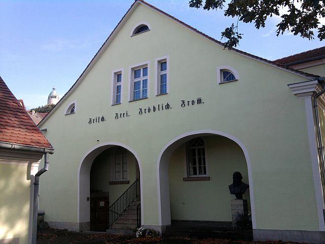 Freyburg, Jahn-Museum (und Bergfried der Neuenburg im Hintergrund)