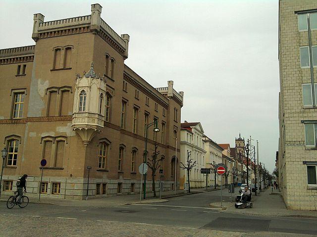 Neustrelitz, Carolinenpalais und Campanile-Kirchturm im Hintergrund
