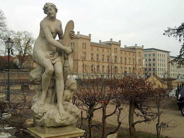 Neustrelitz, Hera-Statue im Schlossgarten, Carolinenpalais