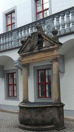 Doberlug, Brunnen im Schlosshof