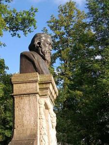 Meiningen, Brahms-Büste im Theaterpark