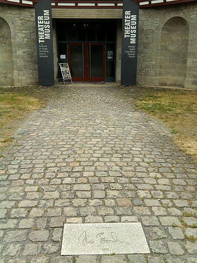 Meiningen, Iris Berbens Eintrag auf dem Walk of Fame vorm Theatermuseum