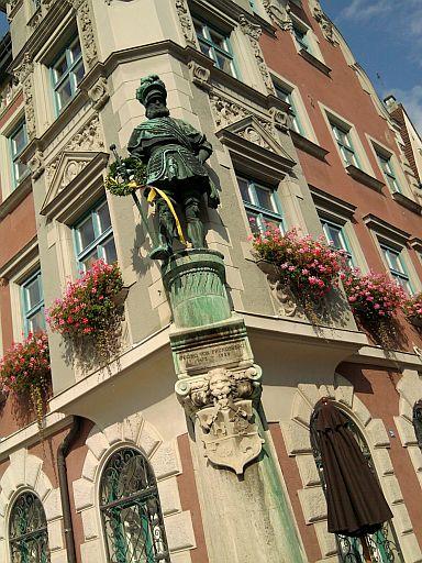 Mindelheim, Georg von Frundsberg als Figur am Rathaus