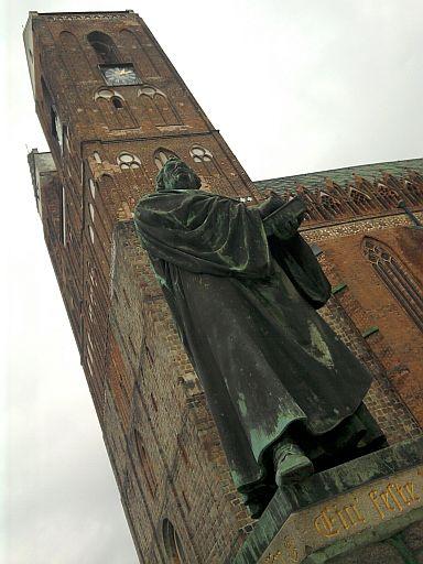 Prenzlau, Luther-Denkmal vorm Dom