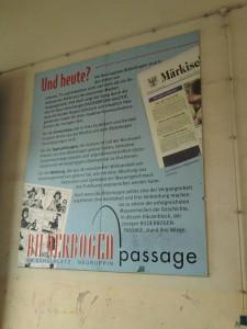 Neuruppin, Texttafel in Bilderbogen-Passage