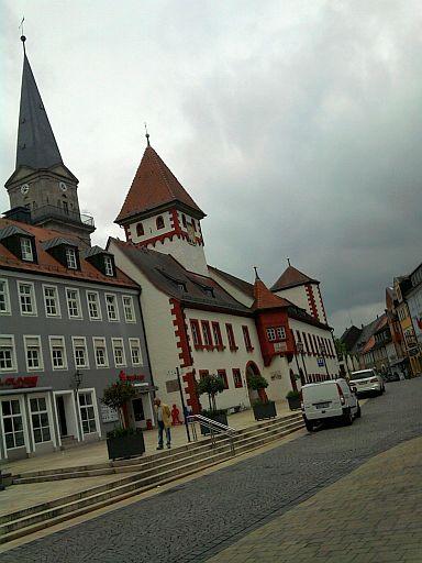 Marktredwitz, Rathaus und evangelische Bartholomäuskirche