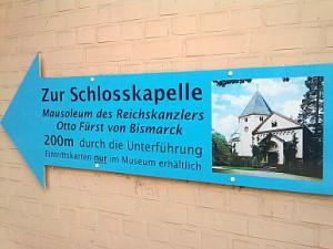 Friedrichsruh, Wegweiser zum Bismarck-Mausoleum