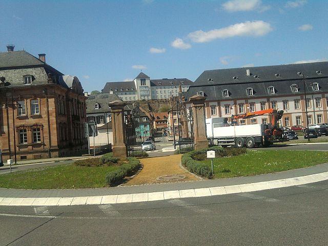 Blieskastel, Kreisverkehrsinsel mit Stadttor (oder so was)