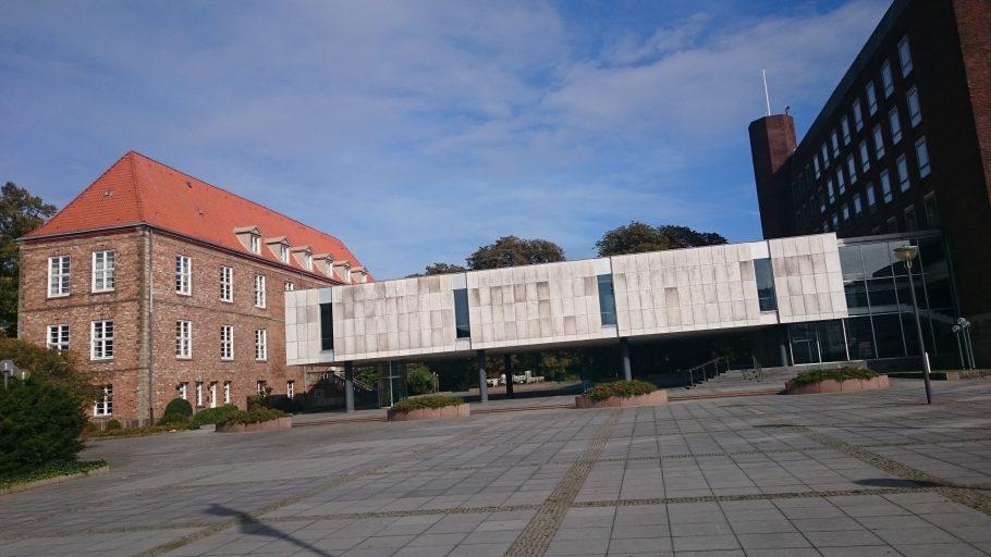 Kiel, Schloss (mit dem erhaltenen alten Flügel links)