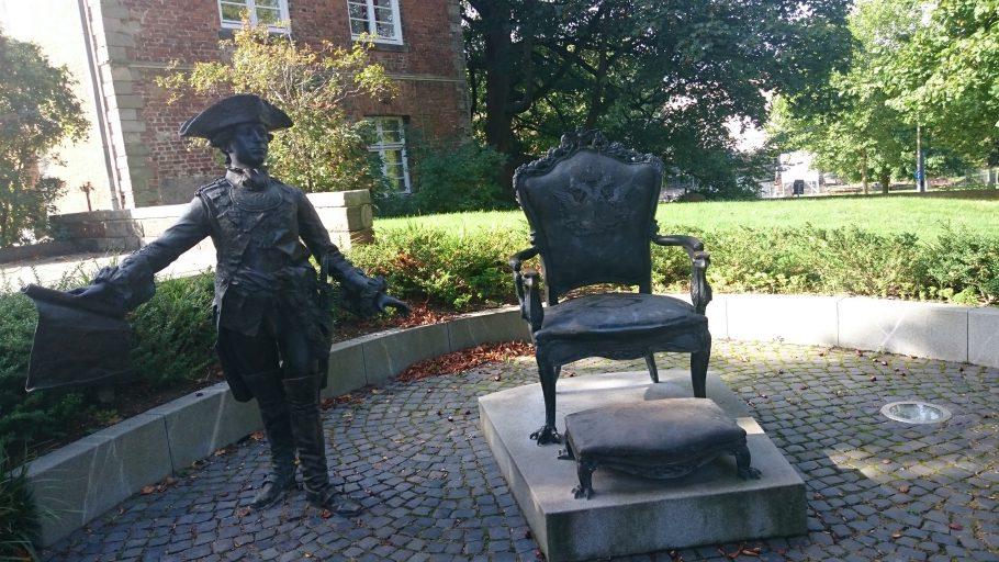 Kiel, Zar Peter III. als Denkmal vorm Schloss
