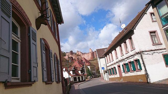 Bad Dürkheim, Hardenburg mit Ruine Hardenburg