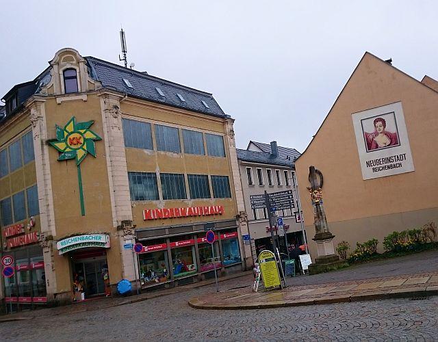 Reichenbach, Postsäule im Zentrum der Neuberinstadt