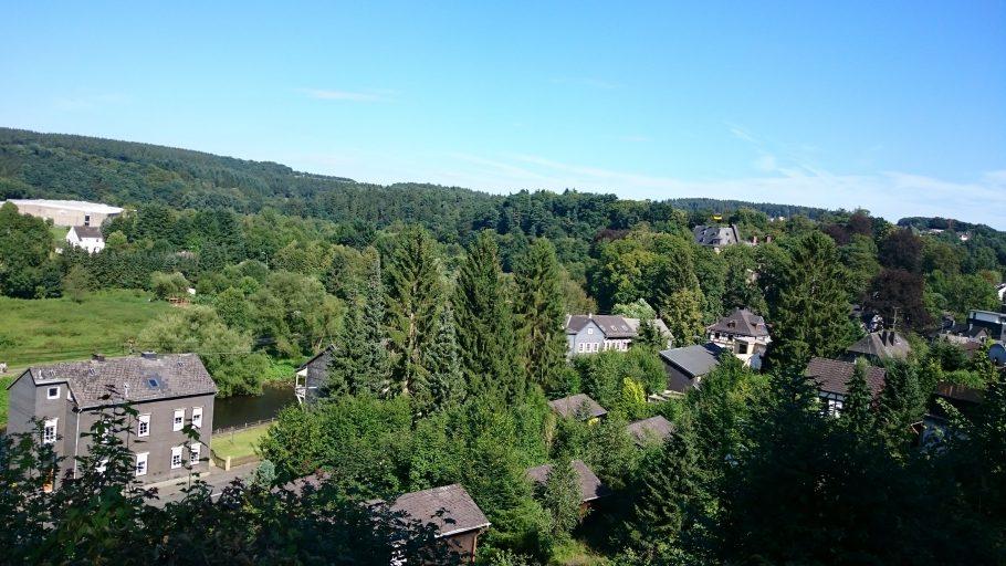 Wissen, Blick auf Schloss Schönstein im Westerwald