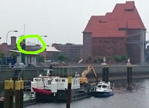 """Wittenberge, Elbe mit """"Veritas""""-Schriftzug im Hintergrund"""