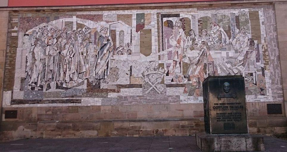 Schorndorf, Daimler-Denkmal und Weiber-von-Schorndorf-Mosaik