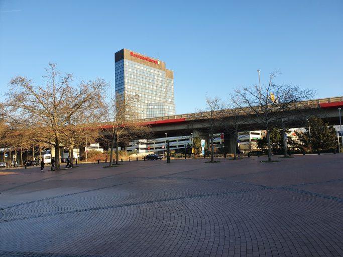 Ludwigshafen, Rathaus-Center hinter Hochbrücke