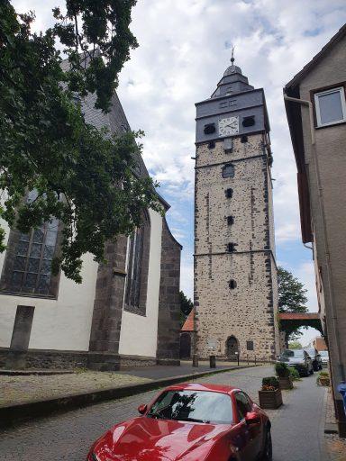 Lich, Stadturm knapp neben der Kirche